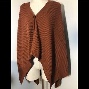 Sweater poncho brown soft one front button closure